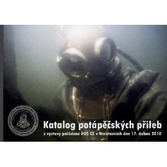 Titulní strana katalogu potápěčských přileb. Fotografii pořídil Petr Klíier.